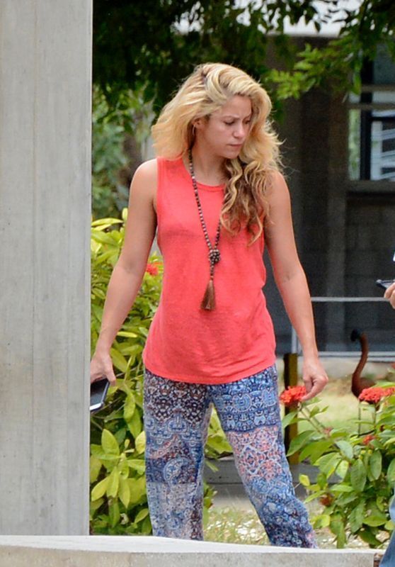 #Shakira - Pies Descalzos College in Barranquilla Colombia 12/28/ 2016