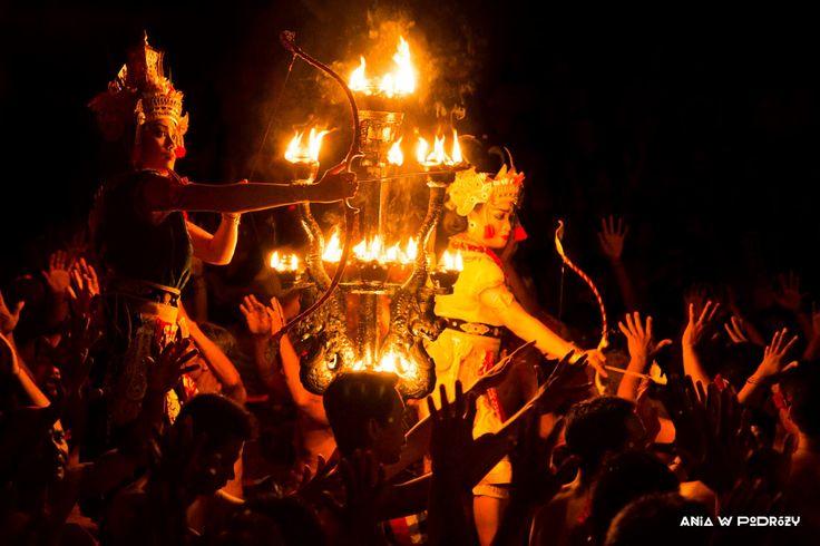 Kecak Fire Dance in Bali, Indonesia. ANIA W PODRÓŻY travel blog and photography
