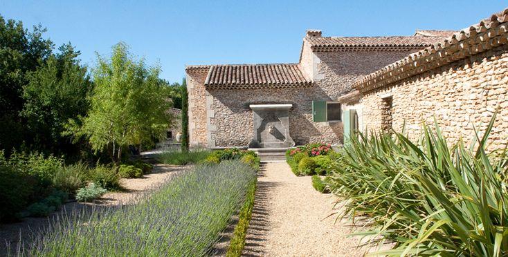 Jardin priv proven al saint cannat jardin en - Plantes bassin de lagunage aixen provence ...