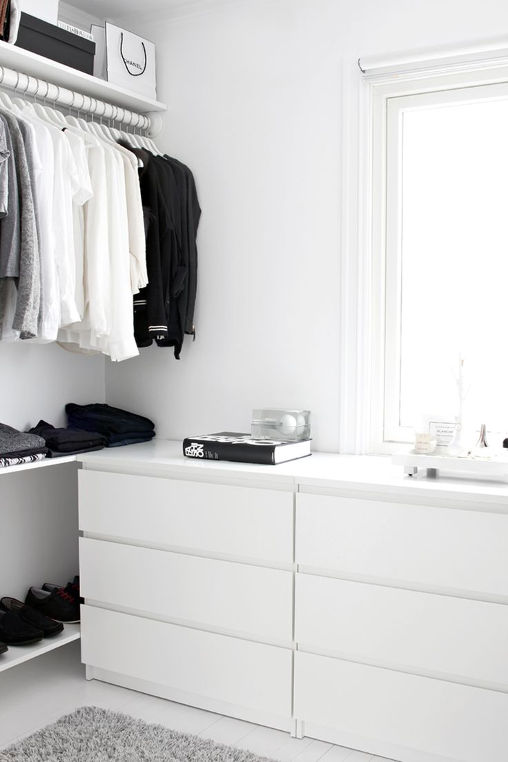 photo 5-closet-low_cost-scandinavian-interior_zps4244b19b.png
