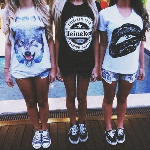 Outfit sneakers denim shorts