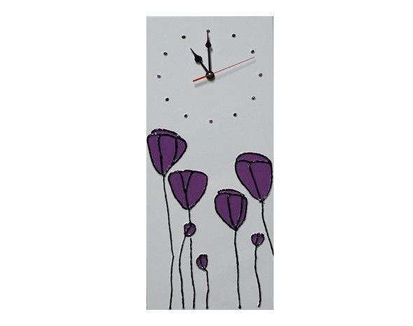 #Orologio da parete verticale dipinto a mano con colori acrilici. Sfondo #bianco con #tulipani #viola. #Artigianato Italiano