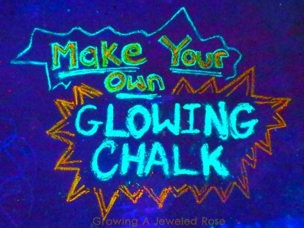 Glowing chalk- easy to make and so FUN!Diy Glow, Glow Stuff, Kids Diy, Sidewalk Chalk, Black Lights, Glow Chalk, Chalk Diy, Jewels Rose, Crafts