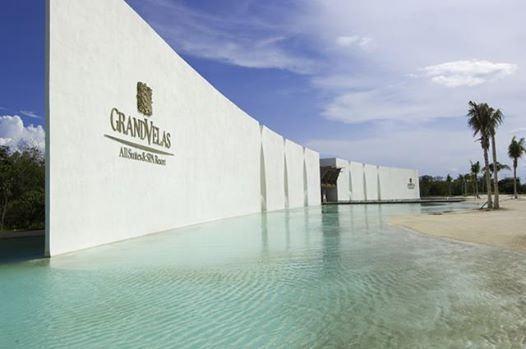 Вновь прибывших гостей нашего отеля встречает элегантный парадный вход…  http://rivieramaya.grandvelas.com/russian/