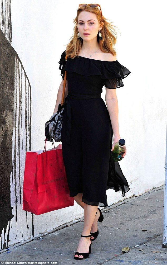 Carrie on! AnnaSophia Robb stepped out with a pinkWilliams-Sonoma bag and green juice on Monday in Los Angeles