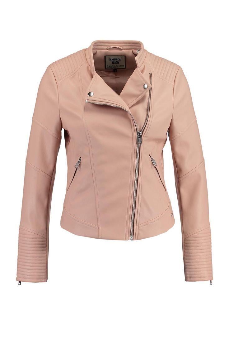 Wat een gaaf jasje van America Today. Dit biker jacket vind je nu in de uitverkoop voor minder dan de helft van de prijs! #imitatieleren #jack #mode #dames #vrouwen #jas #zomerjas #women #fashion #coat #sale
