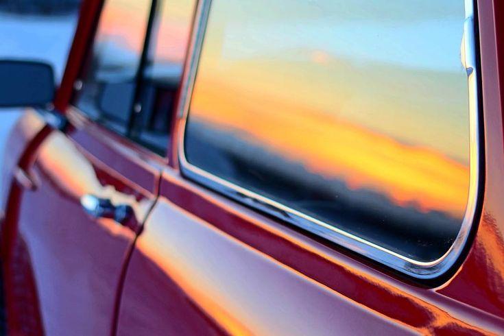 Sunsets and minis! #mk1mini #coolashell #retrorides #alberta #mini #classicmini #sunset #minicooper