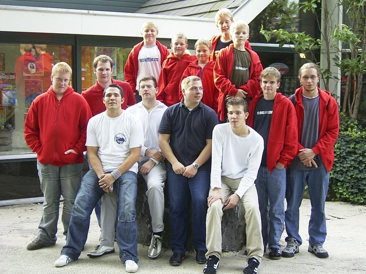 Das waren noch Zeiten! Vor 12 Jahren waren wir mit unserer Truppe zuletzt in einem #Schwimmbad. Den Besuch im #CenterParcs #DeHuttenheugte haben wir natürlich damals schon per #Foto festgehalten. #Judo #TSVBassen