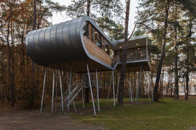 "Belgian ""Modern"" Tree House by Baumraum Studio"