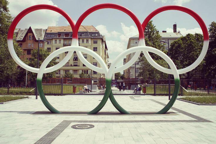 Olimpia park játszótér (Jászai Mari térnél) sok kajálós hellyel a közelében.