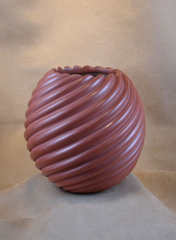 MELON SWIRL POT    Damien Toya of the Jemez Pueblo