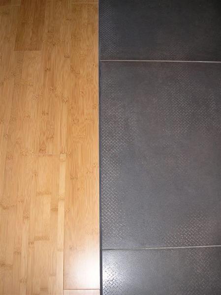 cuisine cuisine le sol parquet dans la cuisine les une maison en ossature bois a. Black Bedroom Furniture Sets. Home Design Ideas