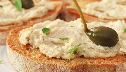 Ob als Dip oder im Sandwich - diese köstliche Thunfisch-Creme ist ein Alleskönner für Party, Picknick sowie Alltag.
