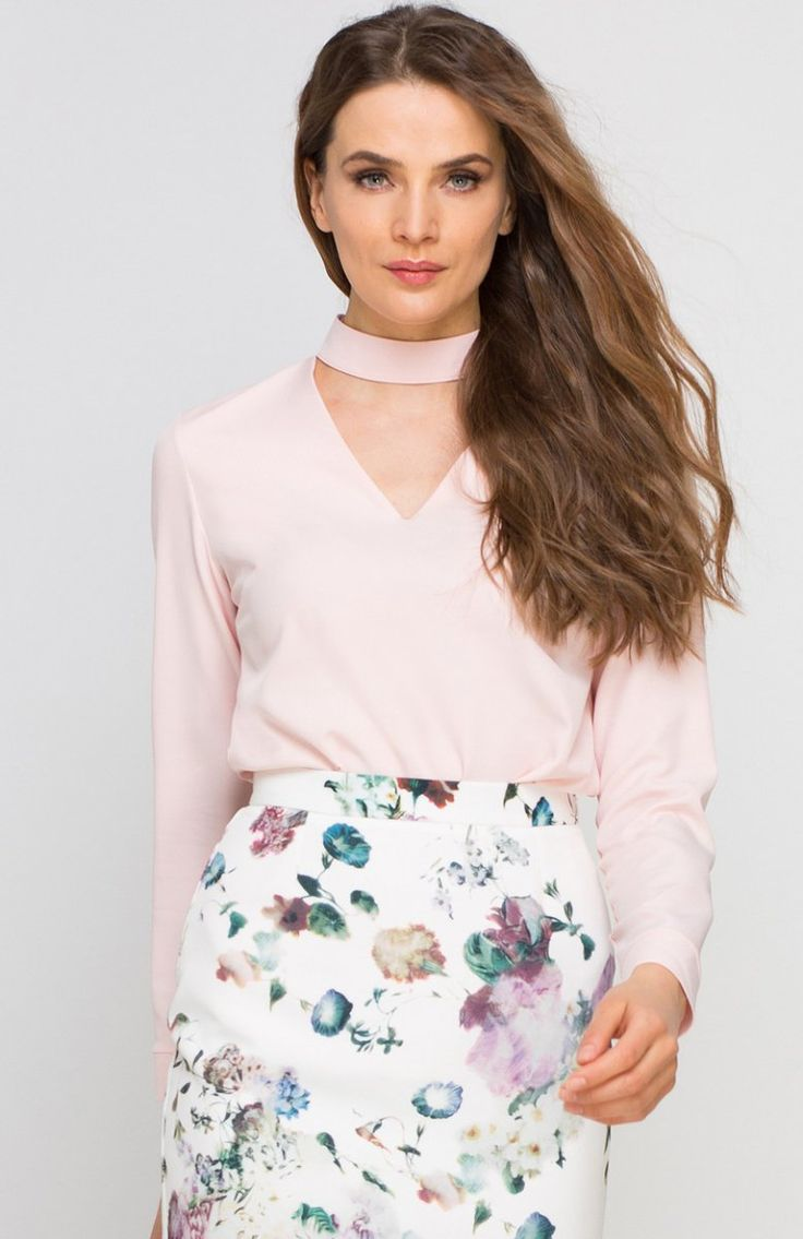 Lanti BLU132 bluzka różowa Efektowna bluzka, wykonana z delikatnej tkaniny, z długim rękawem