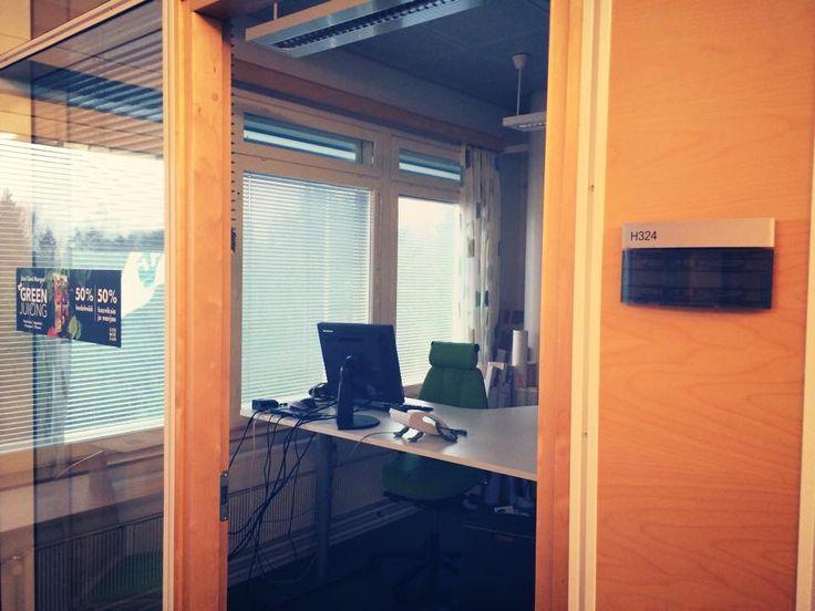 Omasta huoneesta luopuminen voi avartaa omaa tapaa toimia. Outi ja Maija luopuivat työhuoneestaan vuoden 2014 lopulla.