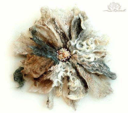 Войлочная+брошь-цветок+для+Ольги..+Один+из+многих+цветов,+которые+я+делаю+в+качестве+брошей.+Но+эти+цветы+можно+крепить+не+только+на+одежду,+но+и+на+сумки,+шарфы,+головные+уборы,+в+волосы+и+т.д.++++Цветы+крепятся+на+обычную+булавку,+мне+этот+вид+крепления…