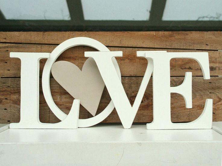 Scritta LOVE h 21 cm con lettere in legno sbiancato e CUORE dipinto nella O : Accessori casa di nuvole-di-legno