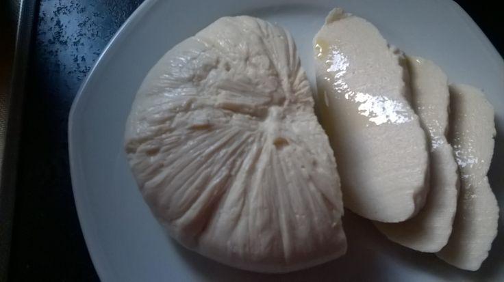 Aussi agréable que celle de bufflonne, elle fond également à la cuisson comme un vrai fromage et vous permettra donc de confectionner pizza et plats divers!! Ingrédients: 200 gr de tofu soyeux 1 yaourt au lait de soja (125 gr) 100 ml de lait de soja 2...