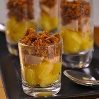 Verrines de pommes et foie gras en crumble de pain d'épices
