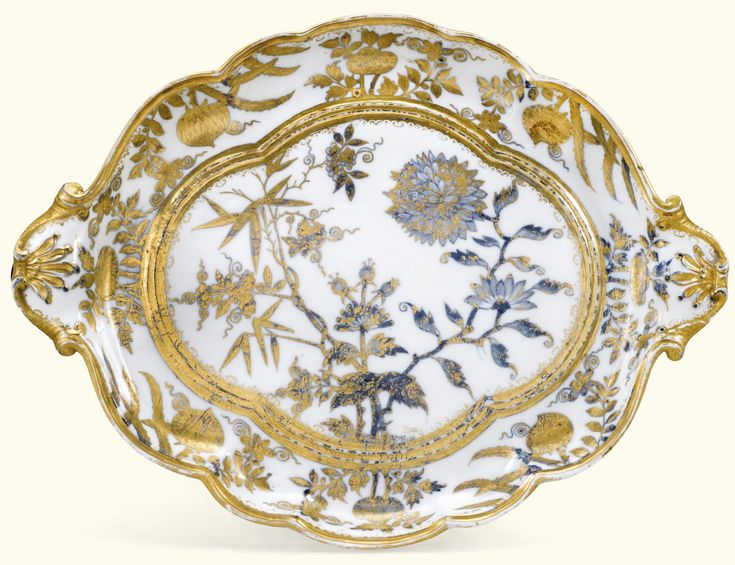 A Meissen porcelain Hausmaler solitaire tray, circa 1740-50 gilded probably in Augsburg over a painted underglaze-blue 'Onion pattern', crossed swords mark in underglaze-blue,  17 5/8 in. wide