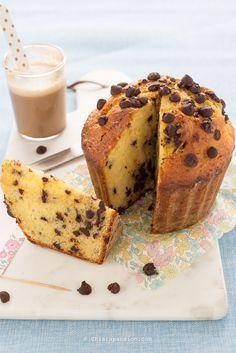 Torta muffin con gocce di cioccolto. Recipe giant muffin