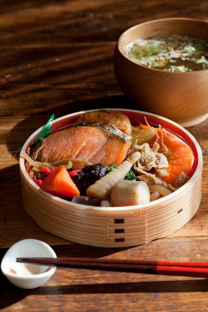 Traditional Japanese Bento (Salmon Wappa Meshi) 鮭わっぱ飯弁当