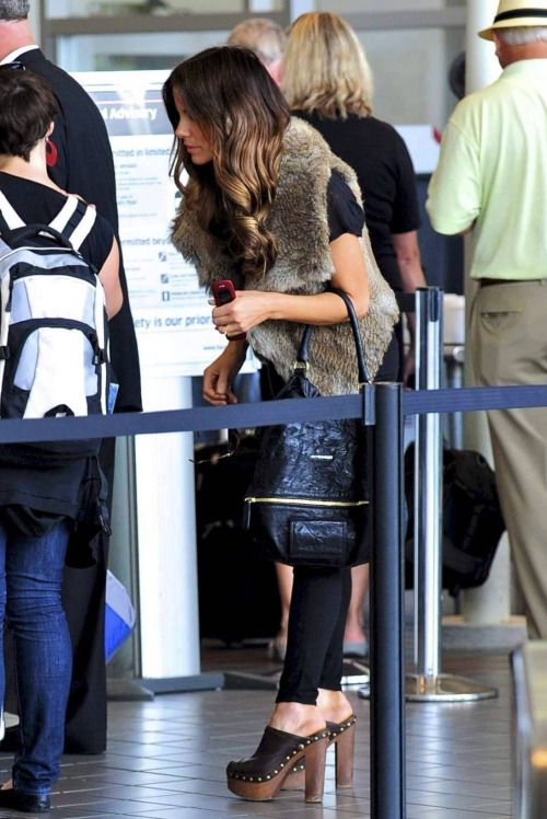 Kate Beckinsale wearing clogs | Clogs