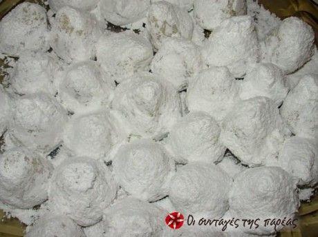 Αυτό το γλυκο το κανουμε για τους αρραβωνες εδω στην Μυτιληνη. Το παει η νυφη στον γαμπρο και τα κερνανε στον κοσμο για να μαθευτει το νεο.