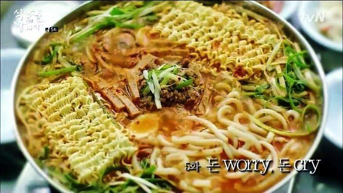 Budae Jigae *sosis pedas dengan ramen dan udon*