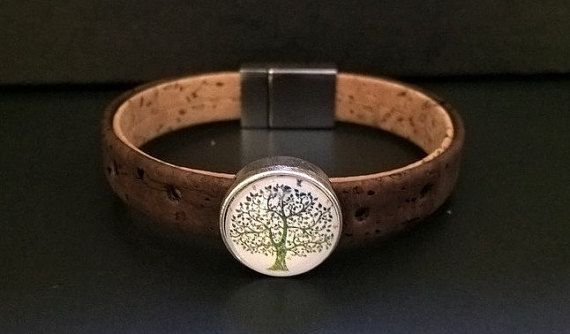 This beautiful bracelet is made of genuine Portuguese Cork, a natural product , environmentally friendly , vegan , robust and durable, water and stain resistant , light and flexible, the clasp is in silver tone.  Cork width is 10 mm, Bracelet is made from 2 strands of 10mm terra cotta colored Portuguese cork.  if you want to have it(bracelet or Stone) in a different color, please dont hesitate to contact me, In order to personalize your bracelet, and to make you feel comfortable, please…