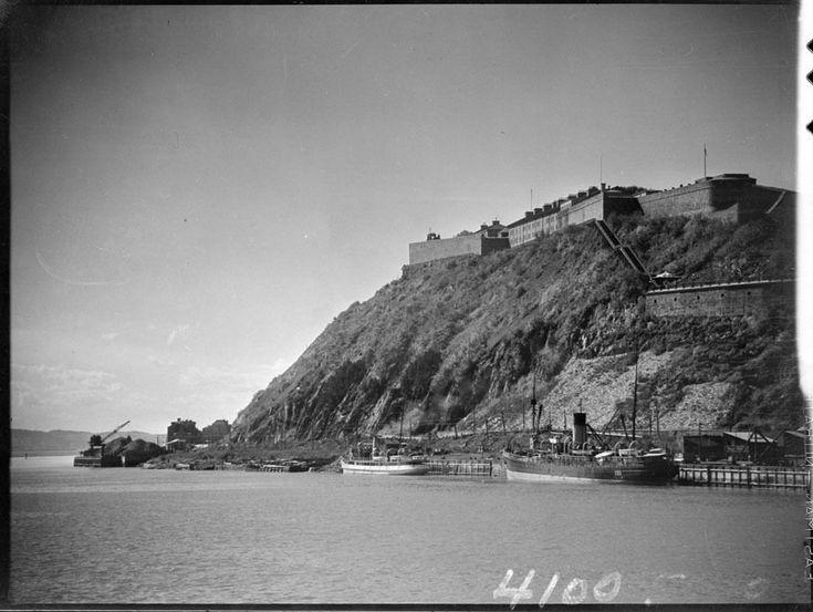 Voici quelques photos réalisées par l'ingénieur Clifford M. Johnston (1897-1951) lors de séjours à Québec au cours des années 30. Ce photographe amateur a immortalisé Percé, Montebello, Rimou…