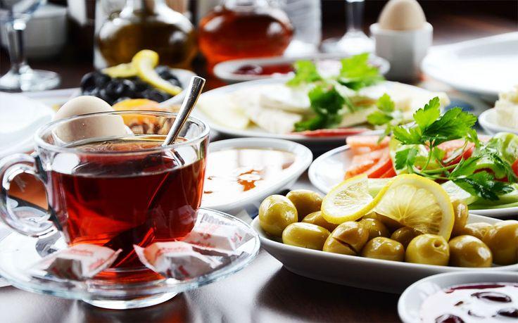 Bursa'nın En Güzel Kahvaltı Mekanları  Günün en güzel öğünü muhakkak ki kahvaltıdır, atlanmaması gereken öğünler arasında yer alıyor. Günümüzde yorucu iş temposunda atladığınız kahvaltınıza, hafta sonu özen göstermeniz için kahvaltı menüleri ile Bursa'nın en ünlü mekanlarını sizler için listeledik.  Bursa Kahvaltı Fırsatları