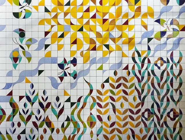 Horst Ring, ceramic tile mural located in a swimming hall in Forst/Lausitz, Germany. Photo: Maleschka