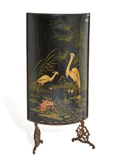 Ovnsskjerm   Sortmalt smijern. Ca. år 1900.   Malt fuglemotiv på buet front.