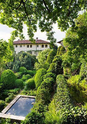 Pool in garden of Paolo Pejrone, Italy. Photo by Clive Nichols.