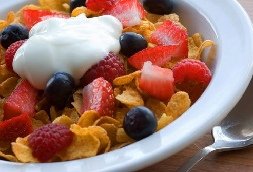 Yogurt con cereal frutas