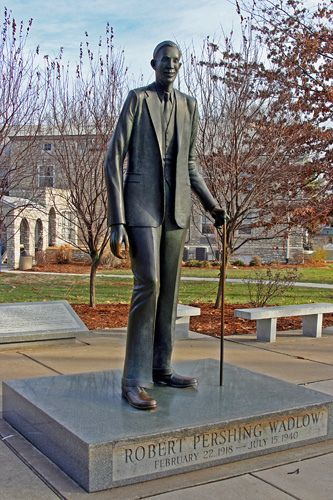 Robert Pershing Wadlow statue - Alton, Illinois
