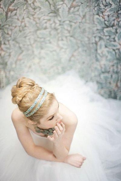 大きなお団子がクラシカル*プリンセス風アップの花嫁ヘアアレンジまとめ♡にて紹介している画像
