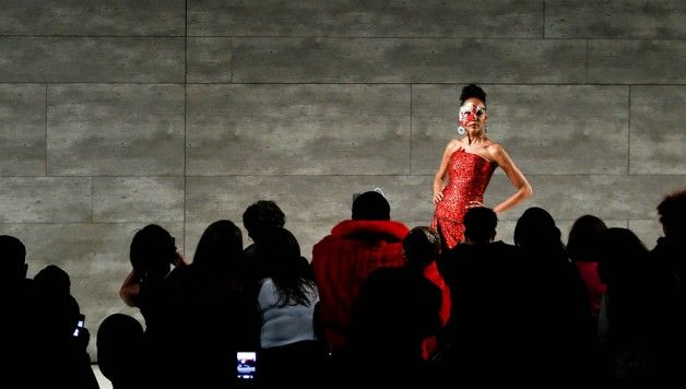 New York Fashion Week tra moda e polemiche. http://www.stilefemminile.it/new-york-fashion-week-tra-moda-e-polemiche/