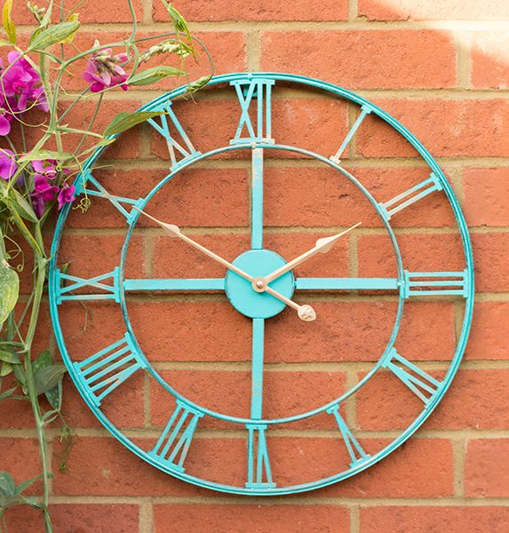 Have a new favourite centrepiece in your outdoor space with this wheel wired clock, the unique stylish design will further add to the visual interest of this stunning clock, bringing some contemporary style wherever you decide to place it.      Features  Durable design -