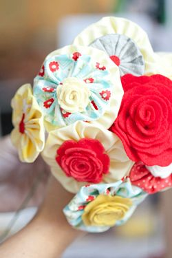 DIY Yo-Yo Fabric Flowers  http://www.elizabethannedesigns.com/blog/2011/01/24/fabric-flower-bouquet-tutorial/