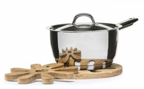 Oval oak gryteunderlag 2 deler Av eik. I to deler.Størrelse: Ø 200 mmEmballasje: Giftbox