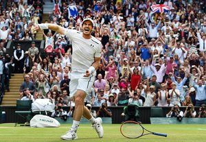 Andy Murray celebrates his win over Milos Raonic in the men's singles final of the Wimbledon Championships