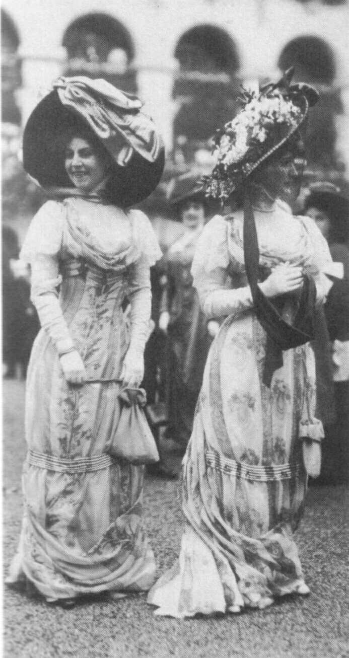 Floral-print dresses, long gloves, and picture hats, 1909.