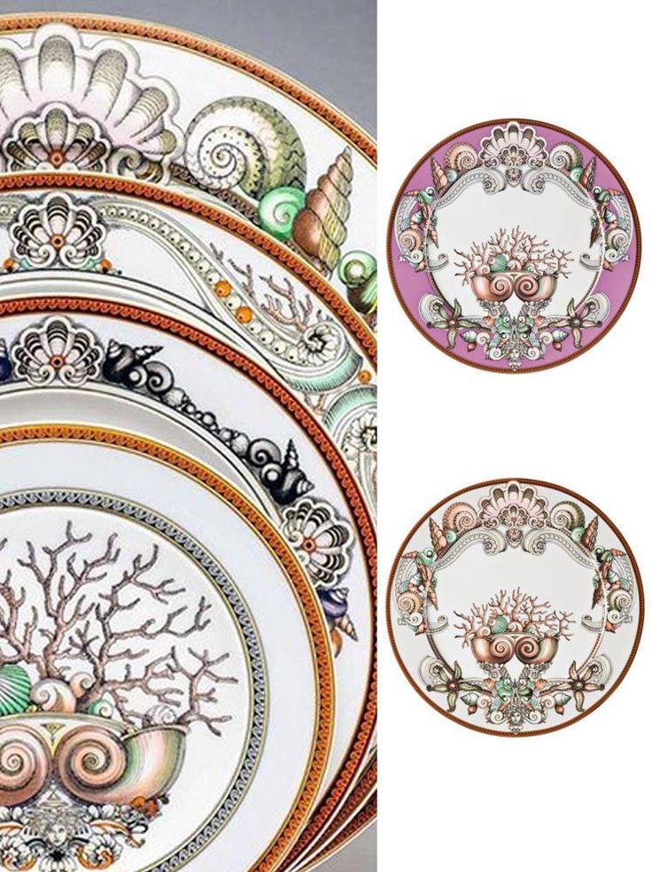 Piatto segnaposto o d'arredo 33 cm in pregiata porcellana Rosenthal con decoro Versace, disponibile in due varianti di colore: sfumature di grigio o di rosa. Decori ricercati ed eleganti, ideali per gli amanti del sea style, motivi esclusivi, fascino di incantevoli epoche lontane, lusso e raffinatezza sulle vostre tavole, questo raffinato piatto segnaposto è ideale anche per arredare la vostra casa o il vostro ufficio…