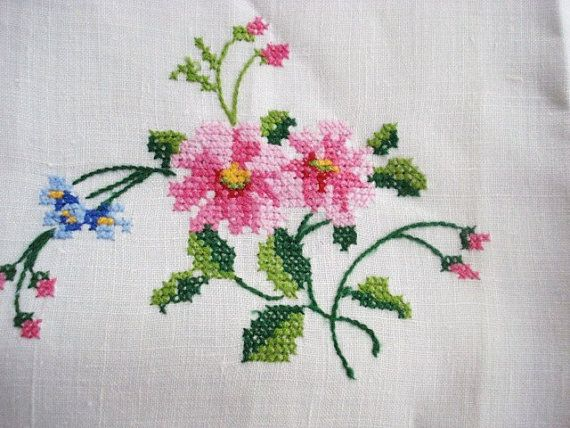 Beautiful Vintage Guest Towel Masterful Embroidery by VerasLinens