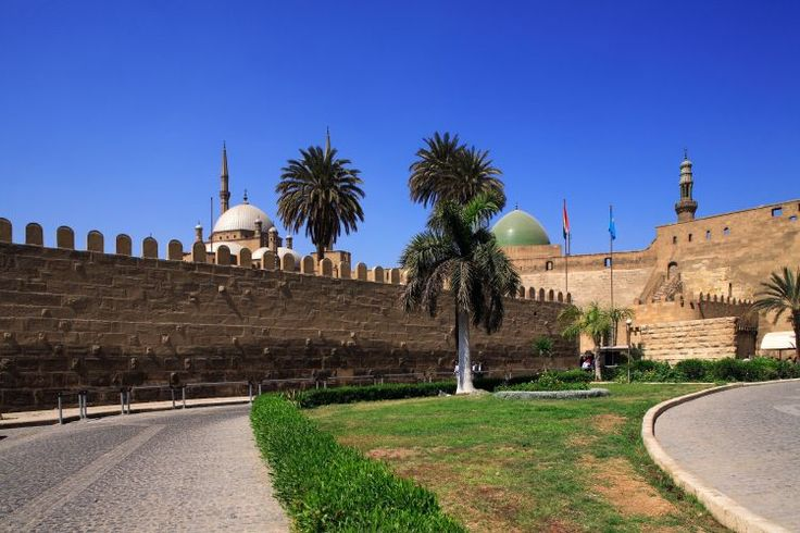 Muros da Cidadela de Qaitbay, um dos pontos turísticos mais conhecidos de Alexandria, Egito. Foi construída por ordens do sultão Al-Ashraf Sayf al-Din Qa'it Bay em 1477 (ano 882 no calendário islâmico). A cidadela foi erguida no lado norte da ponta da Ilha do Farol, no ponto leste da cidade.   Fotografia: Divulgação / Departamento de Turismo do Egito.  https://viagem.uol.com.br/album/alexandria_album.htm#fotoNav=12