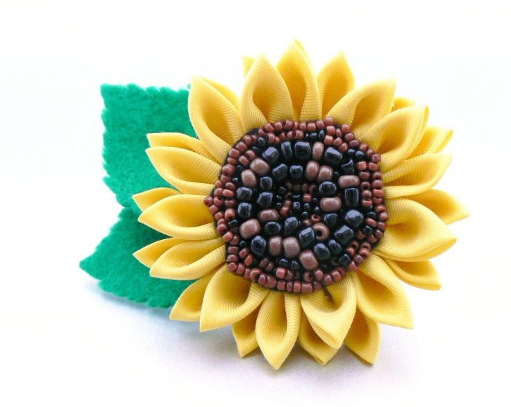 Silk kanzashi sunflower - Floarea soarelui din mătase realizată prin tehnica tsumami kanzashi  - Atelierul Grădina cu fluturi