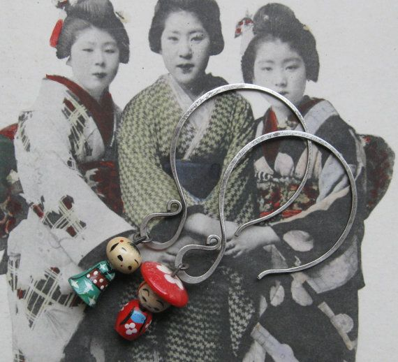 Kokeshi Puppen. Ohrringe von BaciRubati auf Etsy