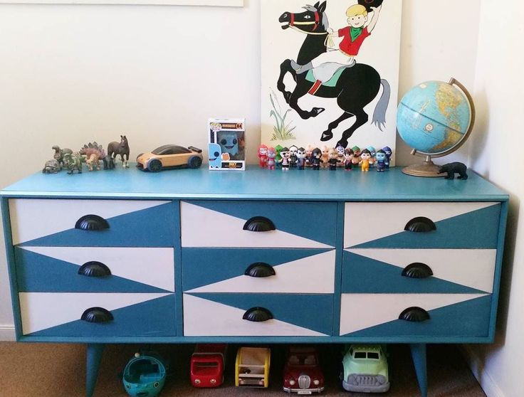 Retro drawers painted in Mezzie and Frank chalk paint